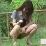 【野糞 スカトロ動画】都内の公園で恥ずかしそうに野糞きばる女子大生を盗撮!