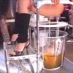 【スカトロ動画】変態サラリーマンが十数人の美女の大小便を顔面に喰らわされ溺れ死に寸前にww
