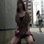 【野糞 スカトロ動画】変態女に命令して街中でウンコさせたり店の中で小便させたりするスカトロ調教記録!