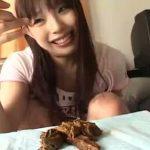 【JD スカトロ動画】S級美少女の豪快排便!食卓の上でケツを出し極太ウンコを捻りだすww