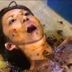 【人間便器 スカトロ動画】拘束した美女の顔面に大量の大便投下して食糞させる地獄の糞拷問!