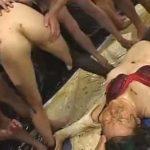【乱交 スカトロ動画】OL監禁スカトロ大乱交!特大浣腸で肛門ぶっ壊れた女達が糞塗れで陵辱される・・・