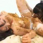 【レズ スカトロ動画】ド変態レズカップルお互いに排泄した大便塗りあって糞まみれレズSEX!