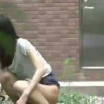 【野外盗撮 スカトロ動画】大学の敷地内で野糞する女子大生たちの姿をご覧くださいww