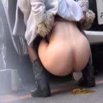 【野糞 スカトロ動画】路上で猛烈な腹痛に襲われた美女が緊急野外排便!駐車場の陰でケツを丸出しにして下痢便漏らすww