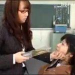 【学校内 スカトロ動画】遅刻した女子生徒を縛り上げ無理やり小便飲ませるドS女教師の鬼畜体罰・・・
