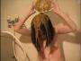 【スカトロ動画】洗面器に排便したうんこを頭から浴びる美女!※グロ注意※